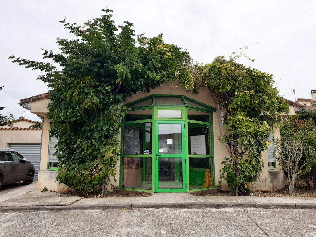 Devanture de la clinique vétérinaire de la Roche à Poitiers